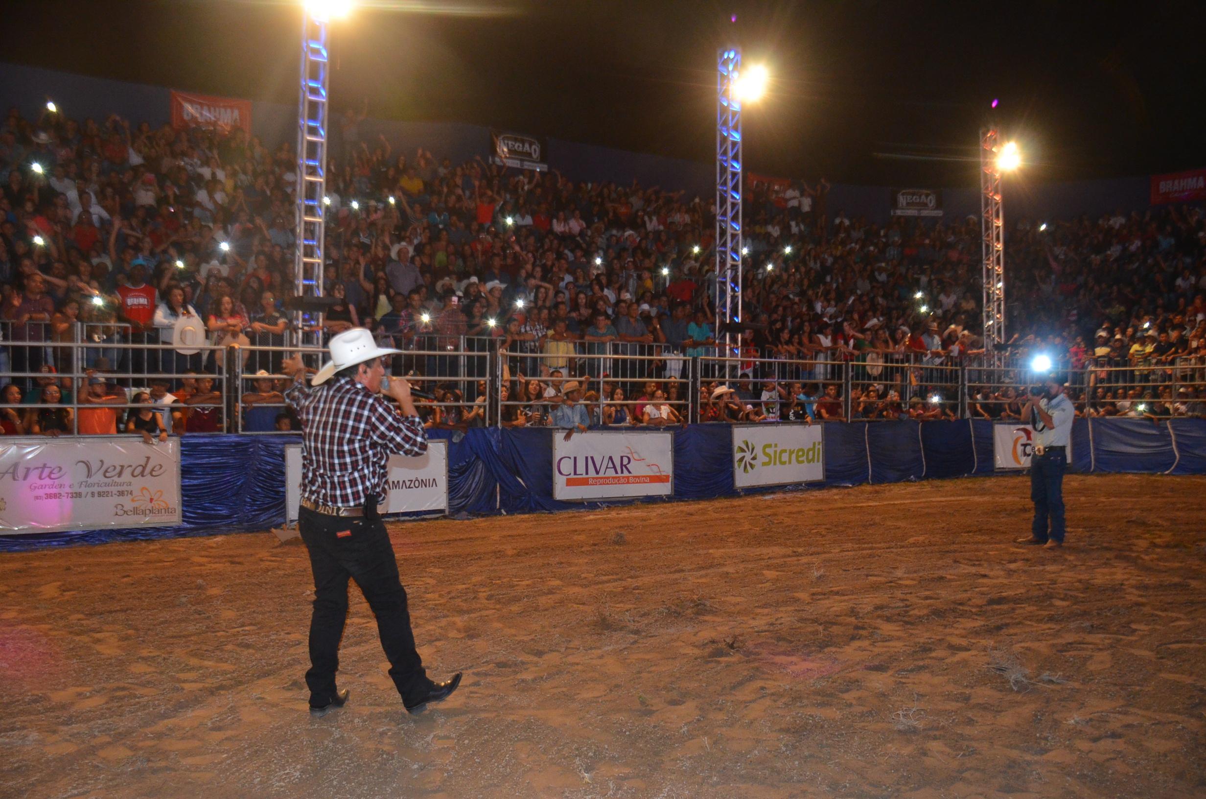 Abertura da ExpoBrasil tem presença de parceiros, desfile da ...